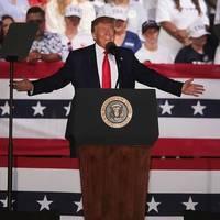 US-Wahl in der Pandemie: Prall gefüllte Wahlkampf-Shows: Wenn Trump kommt, folgt das Virus