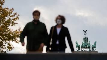 brandsätze auf rki-gebäude: corona-lage in deutschland verschärft sich