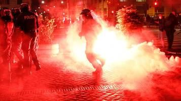 Corona-News: Gewaltausbruch bei Protesten gegen Corona-Regeln in Italien