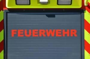 Brände: Strohballen in Mölln brennen: 300 000 Euro Schaden