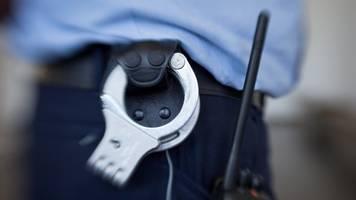 Berlin: Polizisten mit Waffe bedroht – Festnahme