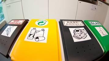 Richtig trennen: Kompostierbare Mülltüten gehören nicht in den Biomüll