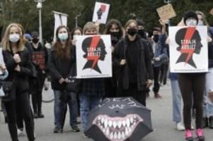 Aufruf zum Streik: Streit um Abtreibungsrecht in Polen