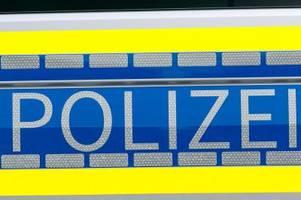 mann verlässt trotz quarantäne wohnung: er greift polizei an