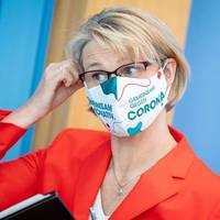 Maskenpflicht an Schulen: Karliczek: «Schulen dürfen nicht zu Corona-Hotspots werden»