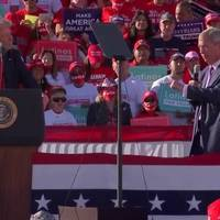 Video: US-Wahlkampf: Nigel Farage wirbt für Trump
