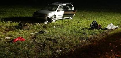 Auto fährt in Menschengruppe – ein Junge tot und zwei Schwerverletzte