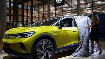 studie belegt elektroboom: jeder 13. neuwagen in deutschland ist ein e-auto