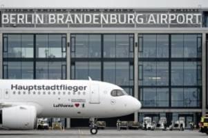 erstflug zum flughafen: jungfernflug: mit plan b zur ber-eröffnung