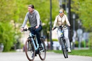 immer mehr verkehrssünder: brauchen fahrräder nummernschilder?