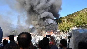 feuer in flüchtlingscamp auf samos – brandstiftung vermutet