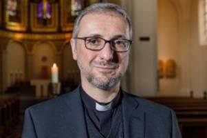 hamburg: erzbischof zieht konsequenzen aus missbrauchsskandal
