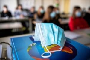 """bildung: zehn schulen in berlin stehen nun auf stufe """"rot"""""""