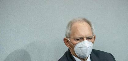 Schäuble prüft rechtliche Schritte gegen Debatten-Störer