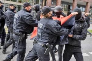 Corona-Gegner: 1000 Querdenker in der City – Unruhe durch Gegendemo