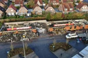 brände: feuer zerstört geschäft für heimtierbedarf in stockelsdorf