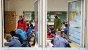 Corona-Maßnahmen an Schulen: Hybridunterricht, Kleingruppen, Freiarbeit