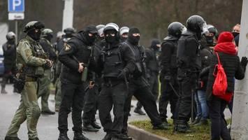 belarus: sicherheitskräfte gehen mit gewalt gegen proteste in minsk vor