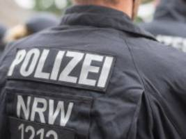 rechte chatgruppen: kegeln unterm hakenkreuz - zehn polizisten in nrw suspendiert