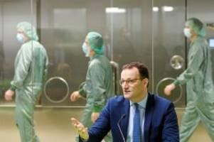 Ausnahmeregelung: Corona: Viele infizierte Pfleger arbeiten im Notfall weiter