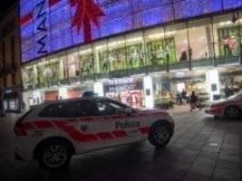 schweiz: frau greift passanten mit messer an