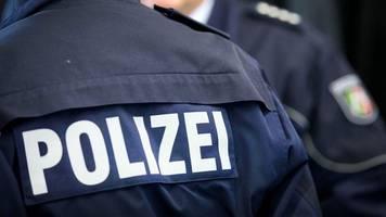 polizei verweist touristen und kitesurfer des landes