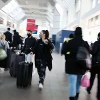 Sorge bei Experten: Volle Flughäfen trotz hoher Coronazahlen: Millionen US-Bürger reisen zu Thanksgiving