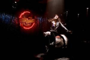 Wynonna Earp, Staffel 3: Syfy-Start, Folgen, Handlung, Besetzung, Trailer