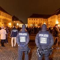 Empörung über Spaziergang: Oh, wie ist das schön – Hunderte ziehen singend durch Deutschlands Corona-Hotspot Hildburghausen