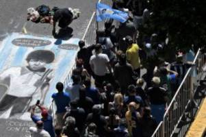 Maradona: Argentinien nimmt Abschied von Maradona - Ausschreitungen bei Totenwache