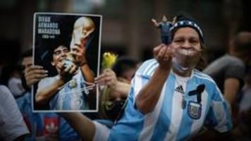 Abschied von Maradona: Tränen, Trikots und Tumulte