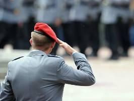 Bundeswehr verfügt Dienstverbote: Rechtsextremer Soldaten-Chat fliegt auf