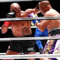 Duell der Box-Rentner: Er sah beeindruckend aus: Tyson deckt Jones jr. mit Schlägen ein – und gewinnt trotzdem nicht
