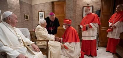 Papst Franziskus ernennt 13 neue Kardinäle - und trifft dann Benedikt