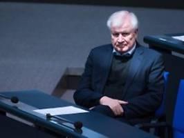 Rechtsextreme Vereinigung: Seehofer verbietet Sturmbrigade 44