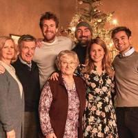 Netflix-Serie mit Luke Mockridge: Darum ist ÜberWeihnachten die Serie der Stunde
