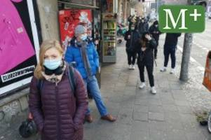 Corona-Pandemie: Schlange stehen für einen Corona-Schnelltest im KitKat