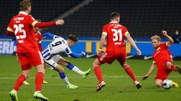 Bundesliga: Rot schwächt Union - Piatek schießt Hertha zum Derbysieg