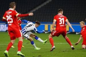 Rot schwächt Union - Piatek schießt Hertha zum Derbysieg