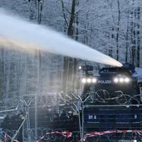News vom Wochenende: Polizei setzt am Dannenröder Forst Wasserwerfer ein