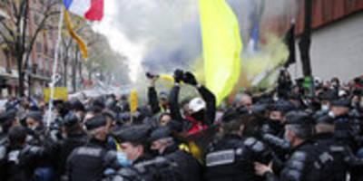 """Proteste in Frankreich: """"Schande"""" für die Polizei"""