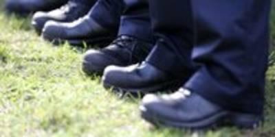 rechtsextremismus in der polizei: vier polizisten suspendiert