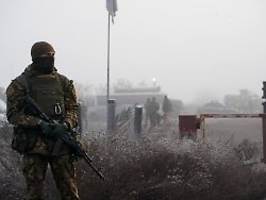Russischer Aufmarsch an Grenze: EU sichert Ukraine Unterstützung zu