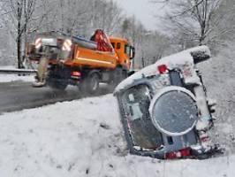 schneefall, glätte und unfälle: der frühling liegt vorerst auf eis