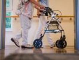 In Berliner Pflegeheimen gelten oft noch strenge Regeln – obwohl die Bewohner geimpft sind
