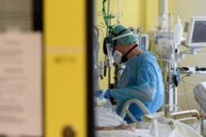 Krankheiten: Anteil der Covid-19-Patienten auf Intensivstationen steigt