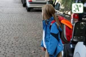 Verkehrssicherheitsaktion: Polizei stoppt 1565 Fahrzeuge vor Schulen und Kitas