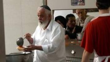 hilfe für holocaust-Überlebende: essen, das die seele wärmt