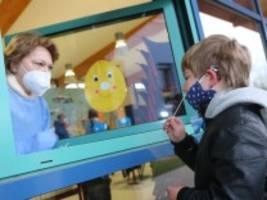 schulen in der pandemie: wenn einer positiv ist, bricht panik aus