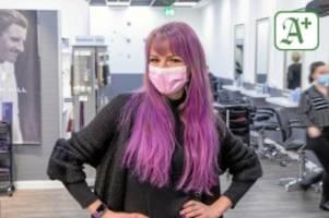 Friseure: Leere Salons: Testpflicht verunsichert Kunden und Friseure
